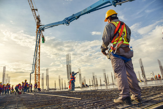 Top 5 Mistakes Done by Contractors when Hiring Labors