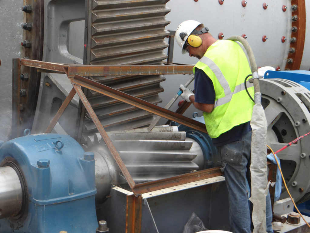 4 BENEFITS OF DRY ICE BLASTING IN AN INDUSTRIAL ENVIRONMENT